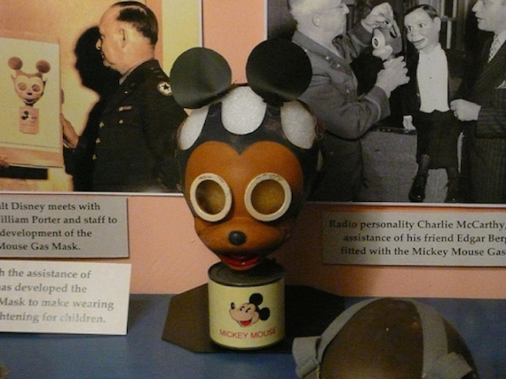 The-Disney-Mickey-Mouse-WW2-Gas-Mask-2